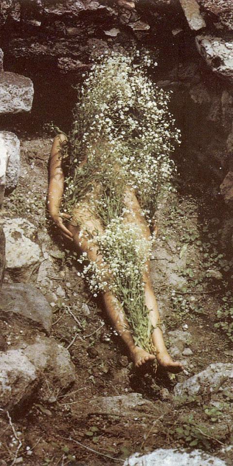 ssstendhal arte el rastro en la escultura ana mendieta hierba