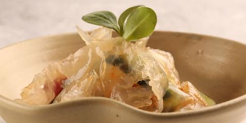 ssstendhal ocio gastro kimchi de verduras con medusa