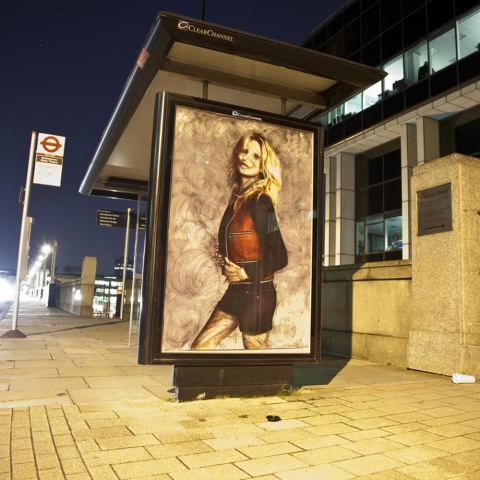ssstendhal arte vermibus desdibujando la belleza Intervention in front of Financial Times Southwark Bridge Road London mark rigney