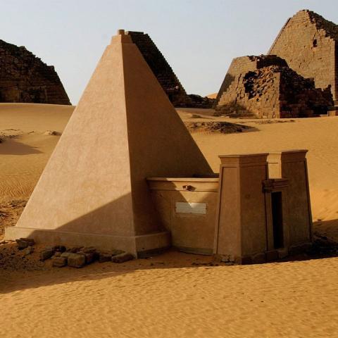 ssstendhal ocio piramides meroe